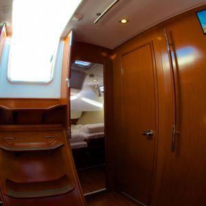 blizzard yacht whitsundays inside room