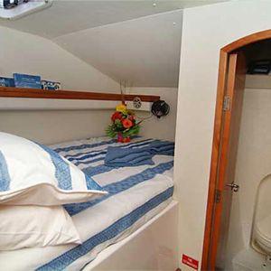 Venturer 38 catamaran bed