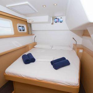 lagoon 450 sailing catamaran bedroom