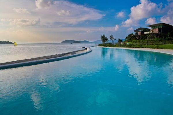 img-yacht-club-villas-pool